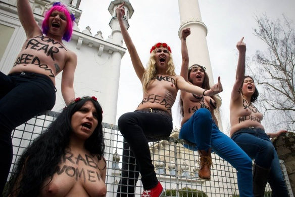 Femen at mosque in Berlin