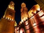 Bayn al-qasrayn at Night